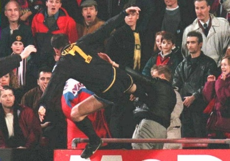 eric-cantona-boot-crowd